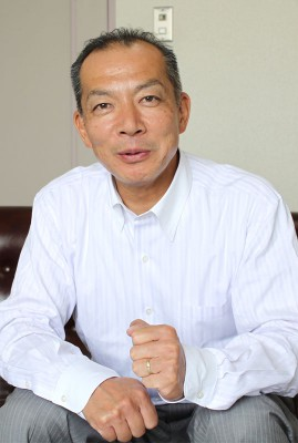 【略歴】埼玉県生まれ。文教大学卒。日本民主青年同盟県委員長など歴任。党県委員会常任委員・県民運動委員長、「原発さよならデモ@埼玉」運営メンバー。