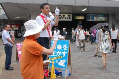 大宮駅東口前のロングラン宣伝で訴える塩川衆院議員=14日。