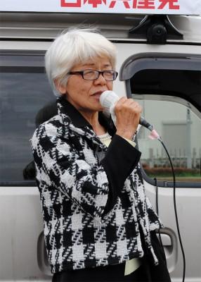 「福祉優先の県政に転換を」と訴える前原候補=2015年3月20日、ふじみ野市