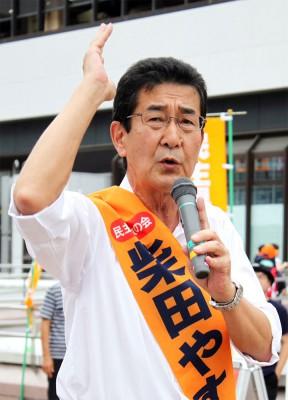 訴える柴田やすひこ候補=2015年7月19日、さいたま市
