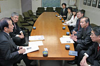 党新座市議団と一緒に須田新座市長と懇談