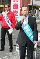 川口駅で村岡県議候補と訴える