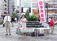川口駅東口での宣伝・署名活動1=2009年9月18日、川口市