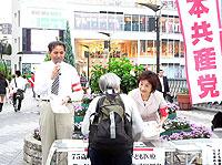 川口駅東口での宣伝・署名活動2=2009年9月18日、川口市