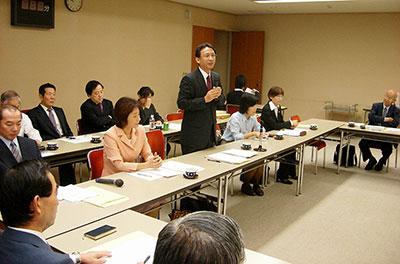 埼玉県内諸団体と懇談会の様子=2009年10月20日、さいたま市