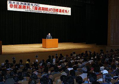 会場にあふれるほどの参加者が市田氏の話を聞きました